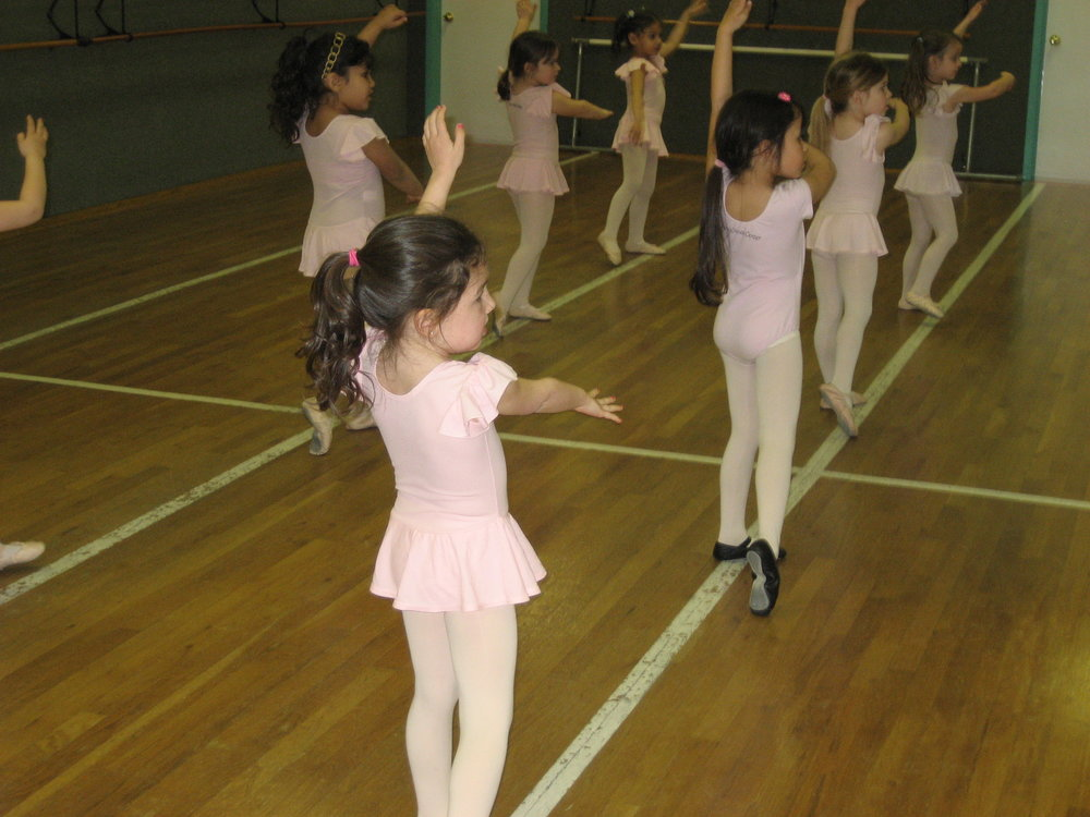 Combo IA & IB - 5 - 6 year oldsA 1-hour class of ballet and tap (IA) or ballet and jazz (IB) which builds on the fundamentals of both dance disciplines. New terminology and technique are introduced and practice at home is encouraged for continuous progress. The fun songs and teaching methodology make class time a creative, educational, and fun environment. Both routines are performed in the annual production.
