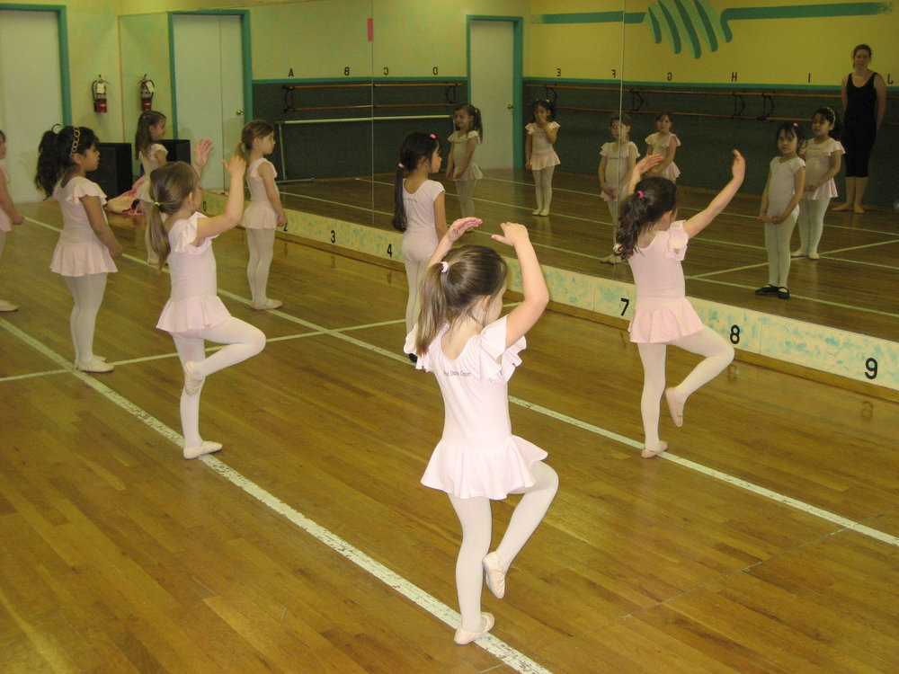 Dancing Tots - 3 year oldsAn independent 1-hour program for potty-trained students (no pull-ups permitted) that uses games and fun exercises to teach the fundamentals ofballet and dance through skipping, hopping, balancing, rhythm and coordination exercises. The tumbling portion of the program introduces the fundamentals of acrobatics and reinforces self-confidence. Simple songs and dances are presented in the annual production and to be sure - they steal the show!