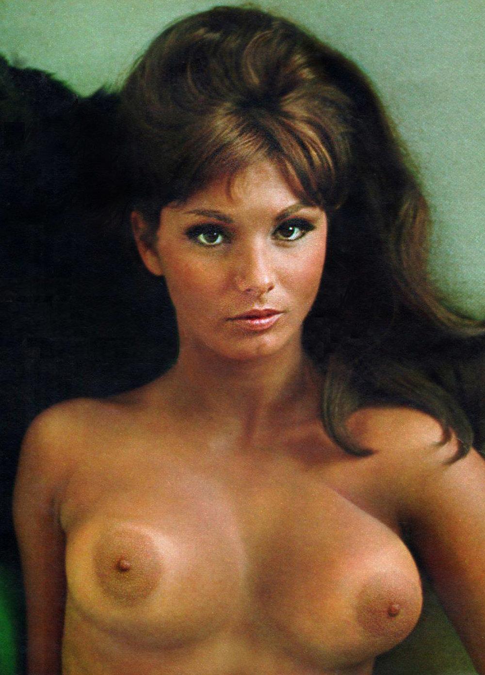 Angela-Dorian-aka-Victoria-Vetri-playboy-1967.jpg