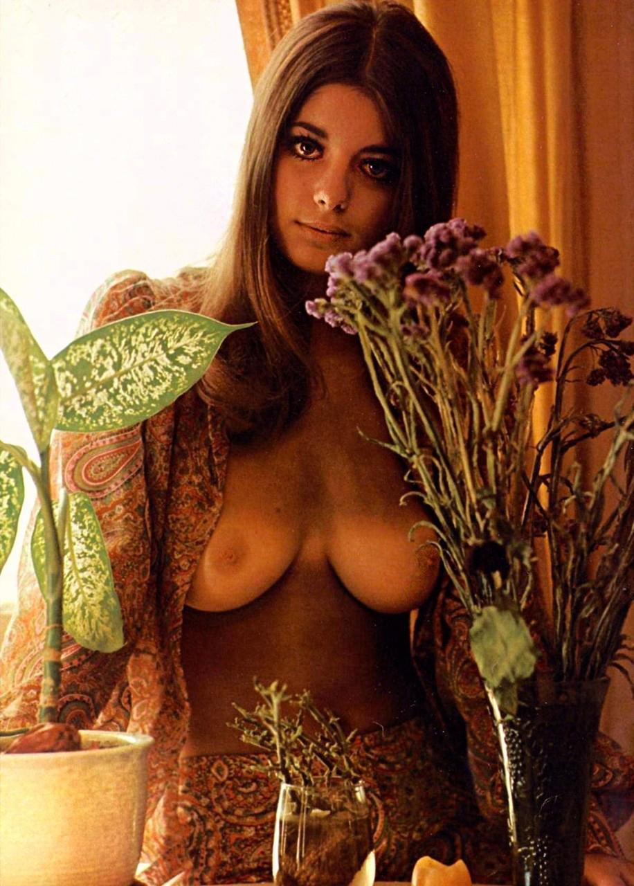 jennifer-liano-playboy-magazine-1970