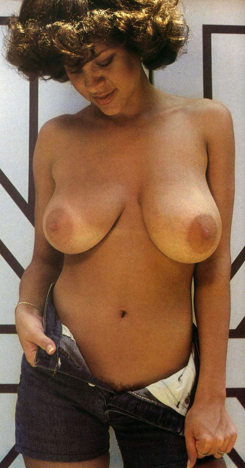 keli-stewart-uneven-boobs