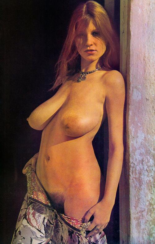 roberta-pedon-undressing