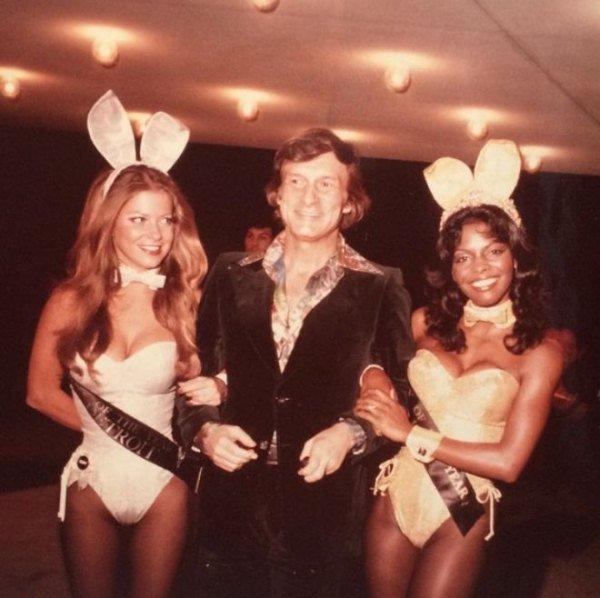 Hugh Hefner with Playboy Bunnies 03.jpg