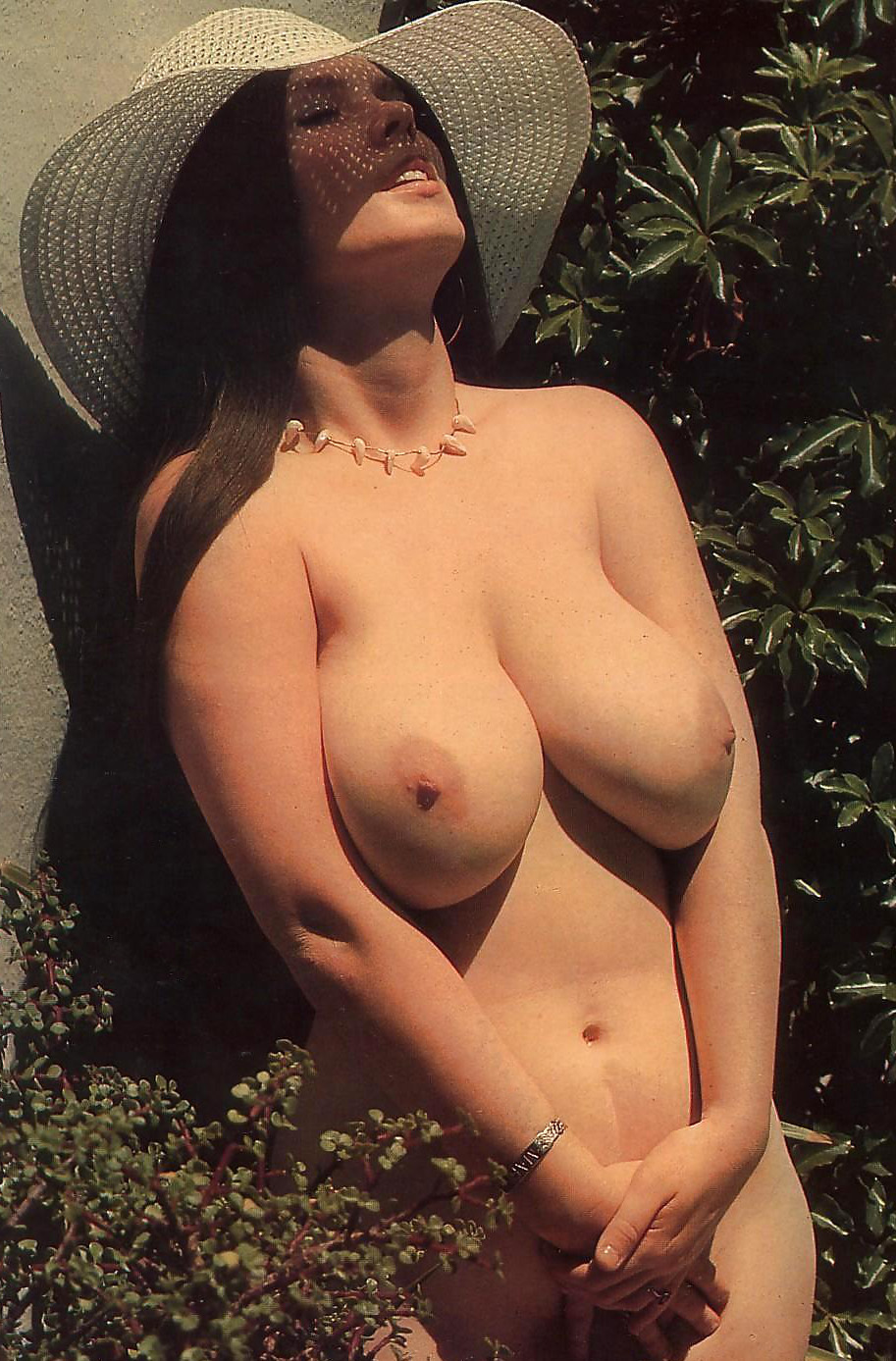 mary-herron-busty-girls-1979