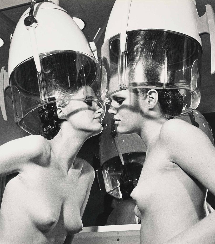 Patti-Hansen-&-Winnie-Hollman-Helmut-Newton -1976