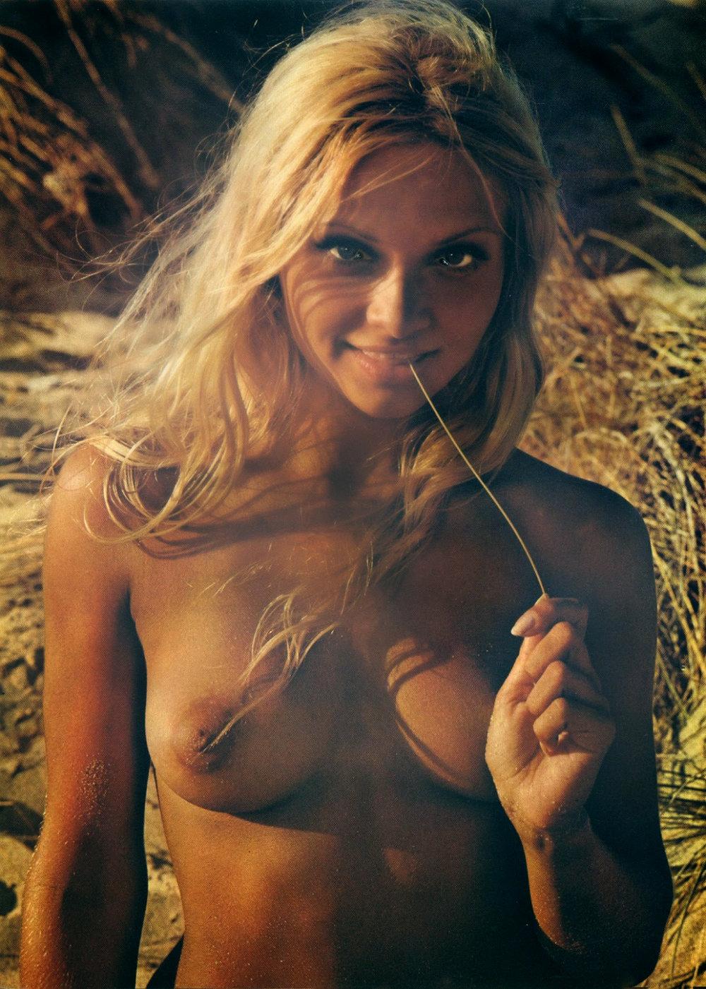 alena-penz-er-magazine-1971-no11