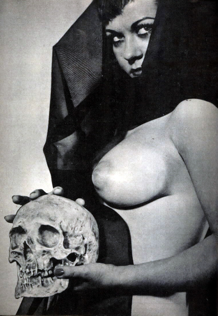 vintage-pinup-with-skull