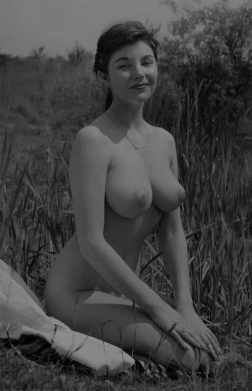 nude-girl-outside.jpg