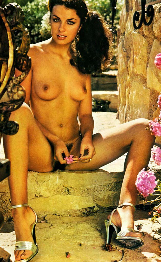 beautiful-latina-model-kerry-lou-baylis-1977.jpg