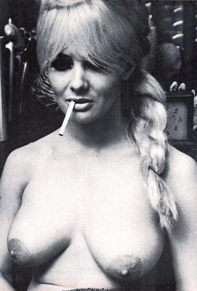smoking girls 05.jpg