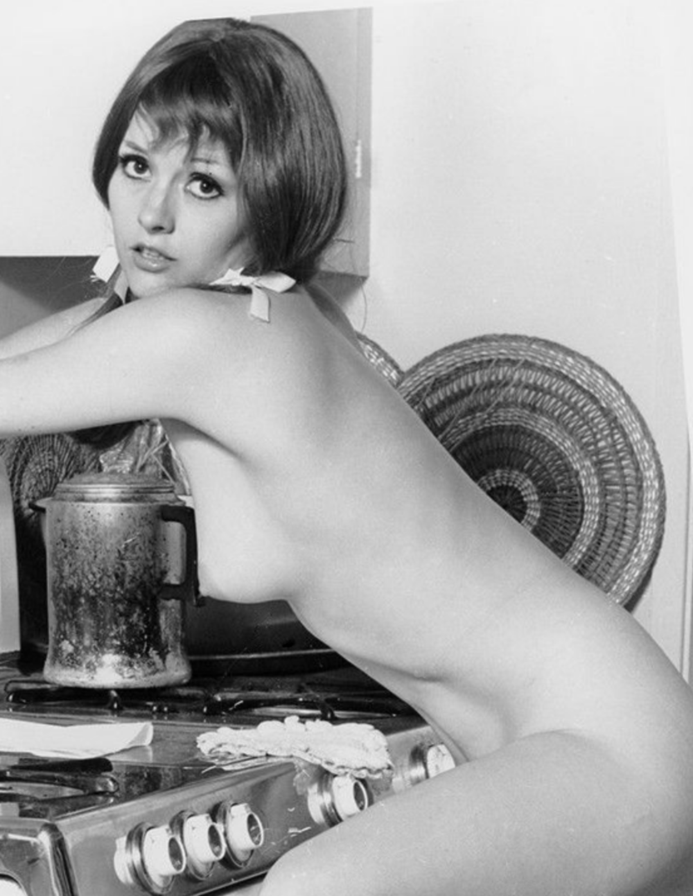 06 Vintage amateur cooking naked.png