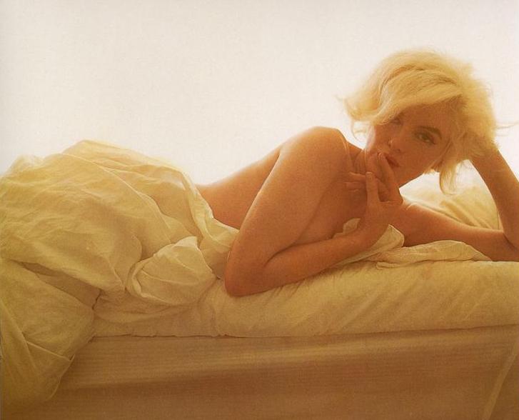 Marilyn Monroe Bert Stern 1962 bed 1.jpg
