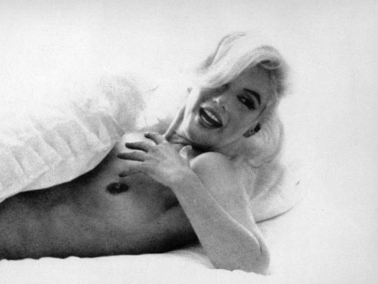 Marilyn Monroe Bert Stern 1962 bed 3.jpg