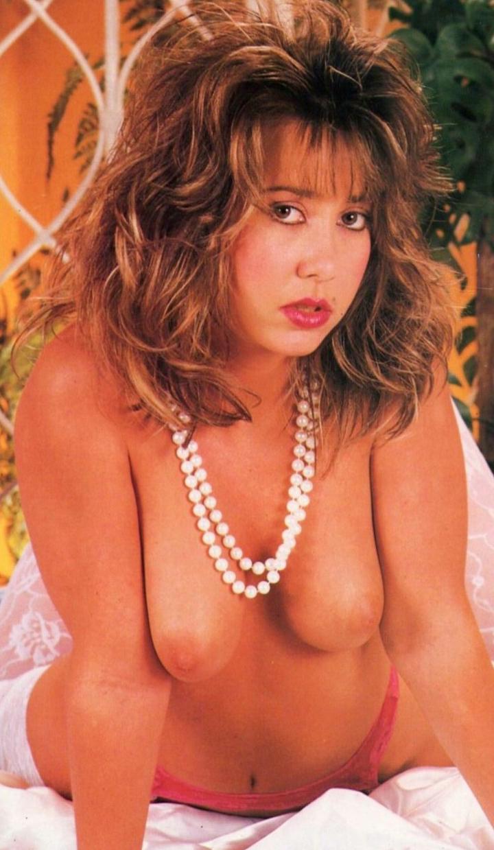 05 Leah Lyons  Club International 17-01 (1988 3c.jpg