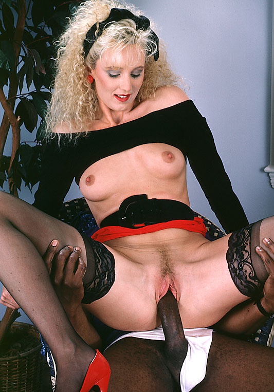 Melanie Moore 05.jpg