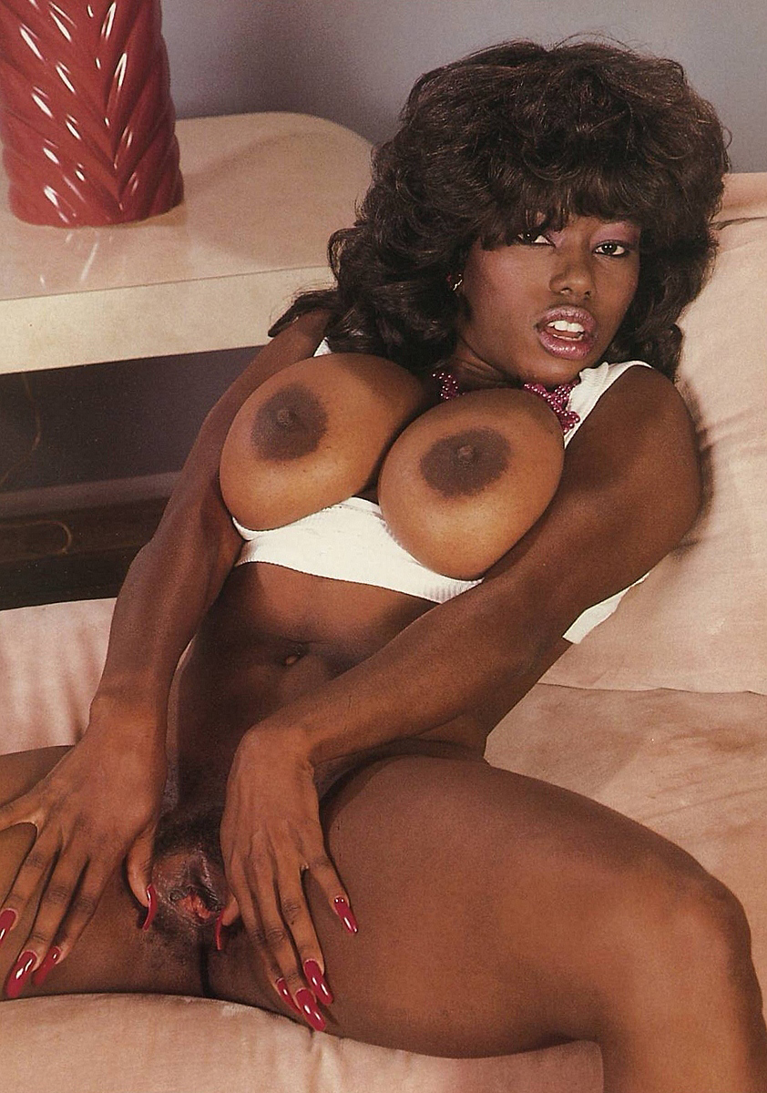 hot-ass-ebony-ayes-cunnilingus-black-girls