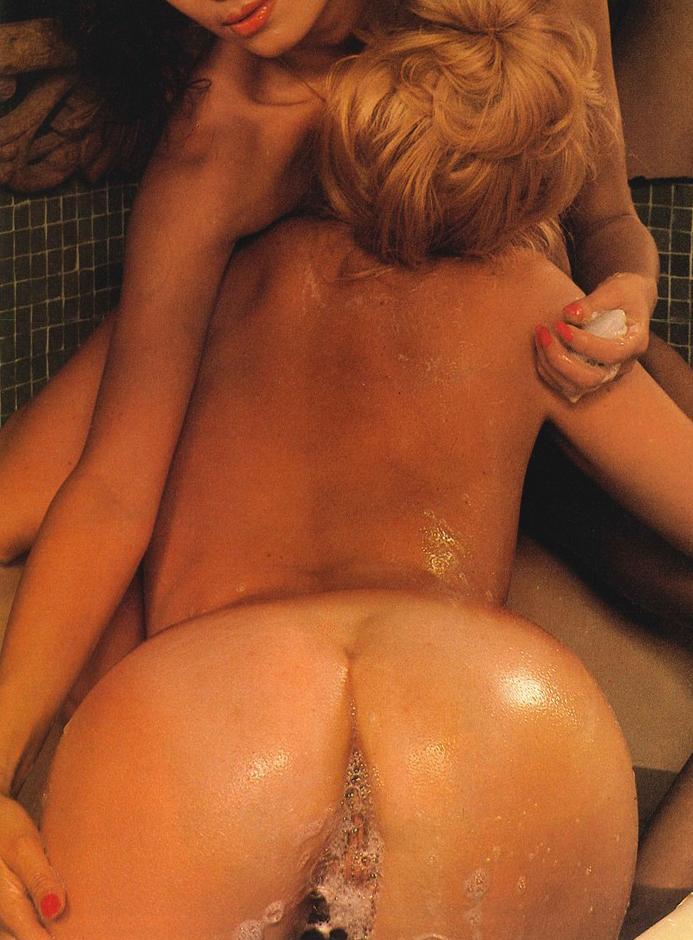 02 Lesbian Bubble Bath Playmen Magazine 1979.jpg