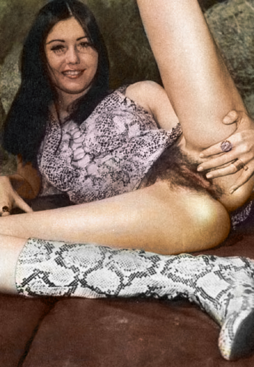01 Amatuer Girlfriend With Boots.jpg