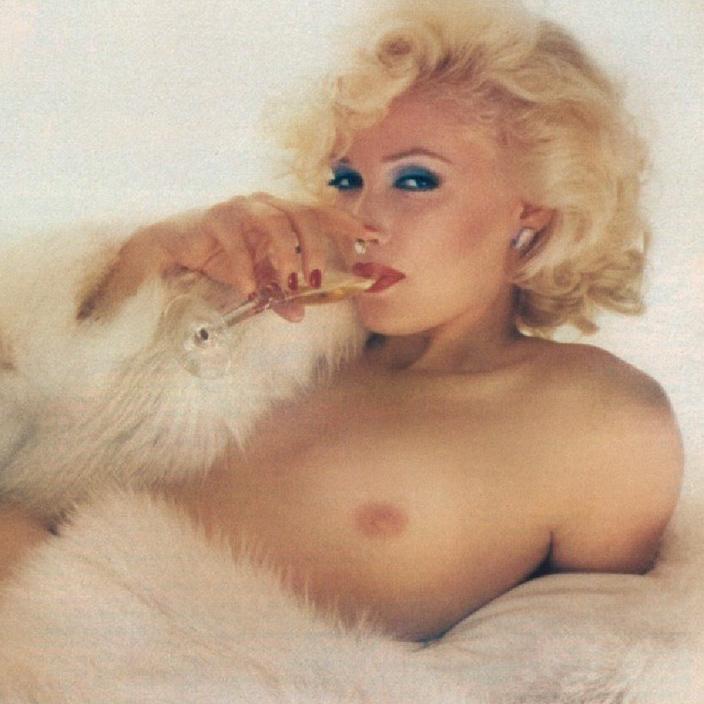 02 Marilyn Monroe impersonator Linda Kerridge Playboy Magazine 1980.jpg