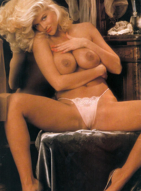 Anna Nicole Smith 22 Playboy 1992.jpg