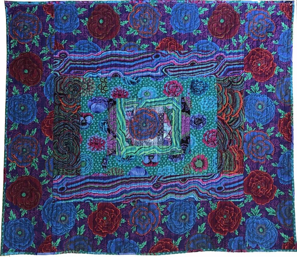 Quilt 97 Lots of Blue Applique Center