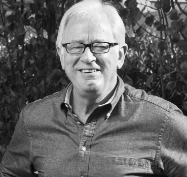 andrew robb black and white.jpg
