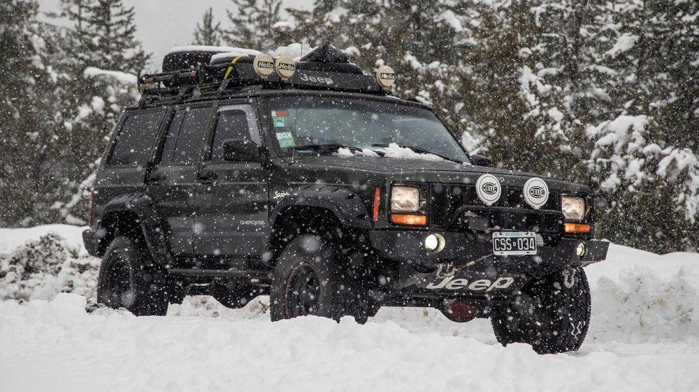 Jeep_cherokee_snow.jpg