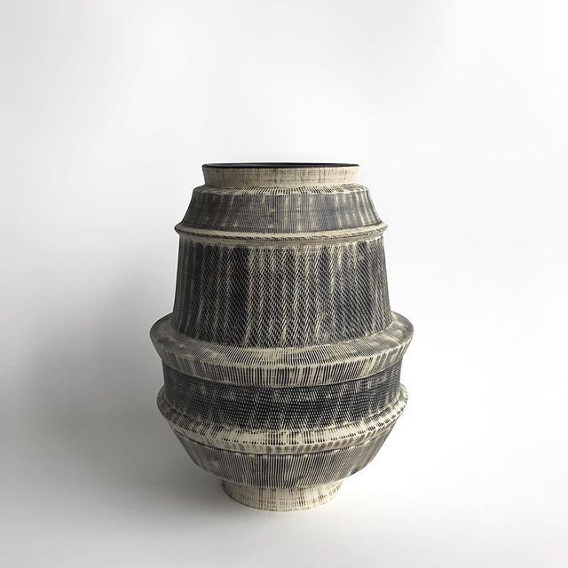 Sgraffito Glazed Genova Vase #mirimaraceramics #carpinteria #california #italianceramics #interiordesign #californiamade #slipcasting #genova #blackandwhite #texture