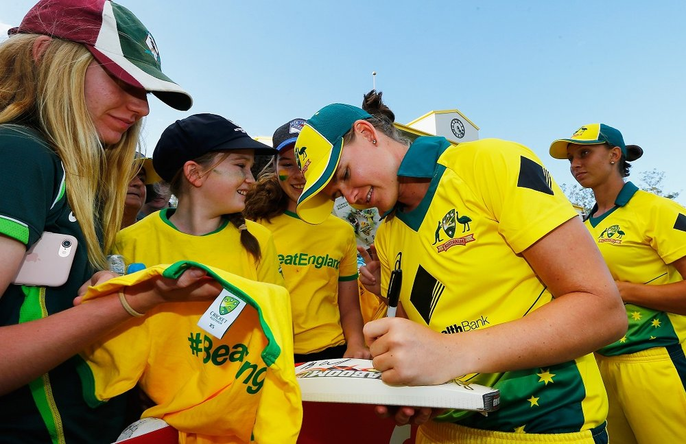 GettyImages-864877840_autograph signings.jpg