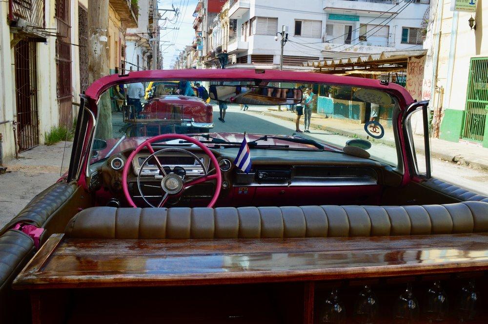 Havana- Un coche a la Malecón.jpg