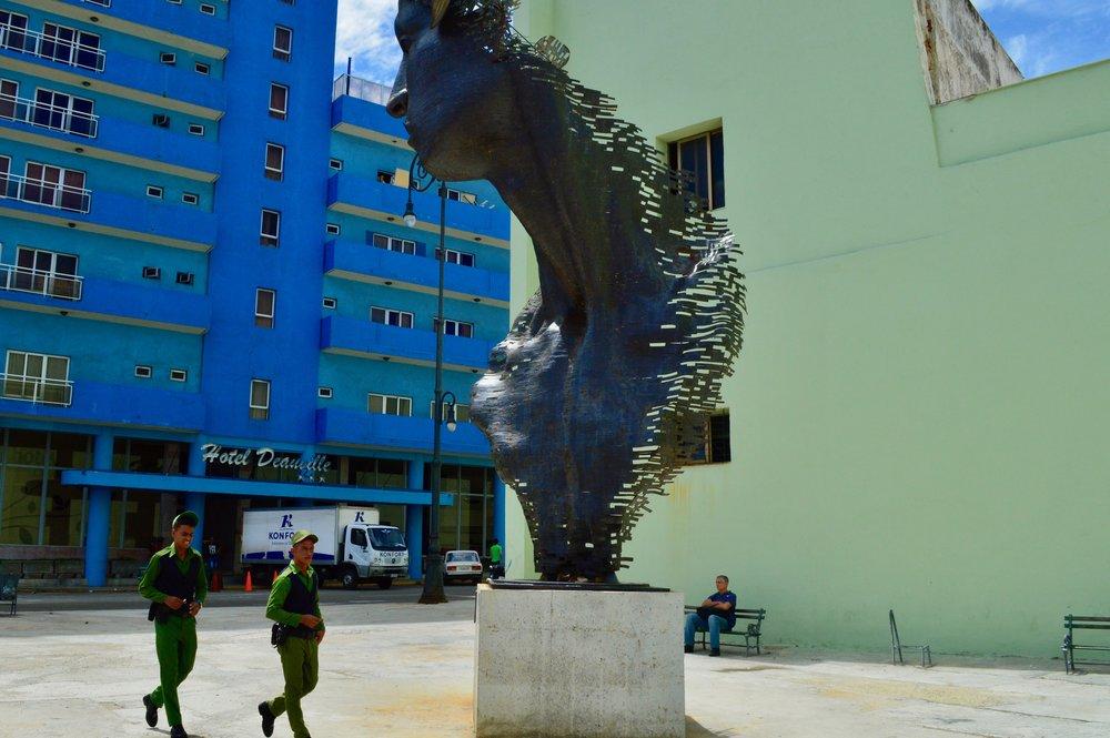 Havana- La policía es un arte.jpg