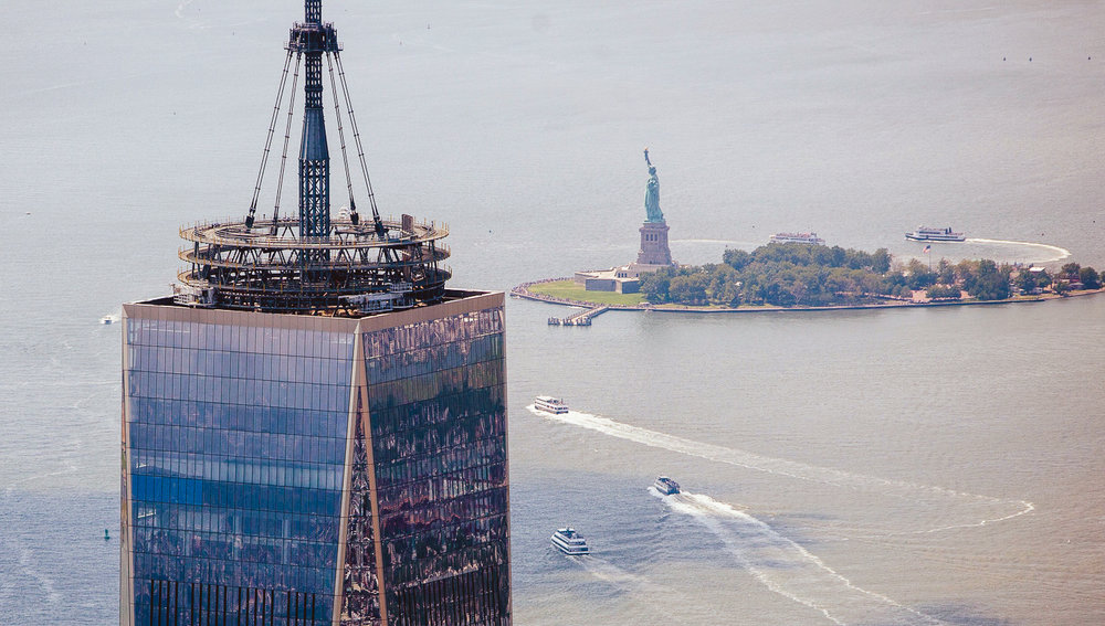 one world trade center, A.k.a. freedom tower – and the statue of liberty. photo: flyblade