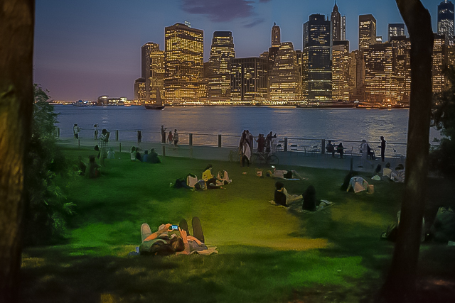 people hanging out at the Brooklyn Bridge Park, pier 1: one of the most peaceful spots in the city, from where you have awesome views. (P hoto: Julienne Schaer)