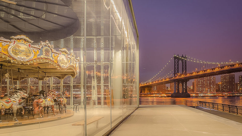 JANE'S CARROUSEL AND THE MANHATTAN BRIDGE. PHOTO BY LUCAS COMPAN.