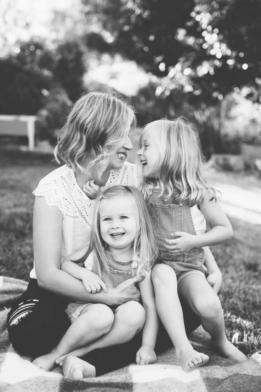 Candid B&W of mother and daughters