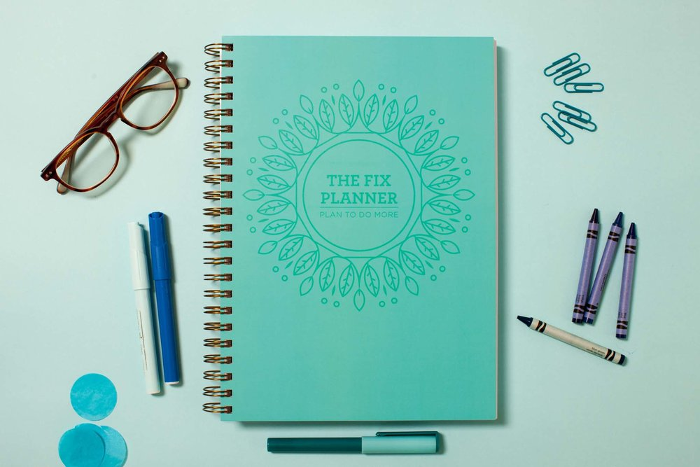 Colour-coordinated notepad and writing utensils