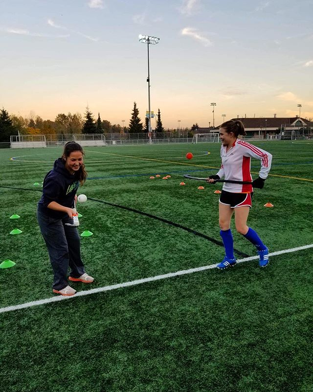 Stick skills and friends ❤️🏑 #fieldhockey #hockey #sports #sportswear #fitness #teammates #friends #team #sfu #sfurec #sfulife #vancity #sfufieldhockey #playoffs #university #SFU #unilife #unisportlife #vancouver #vancity #YVR #UBC #sfusports #fieldhockeyplayer #fieldhockeylife #vancitylife #vancitybuzz #likevancouver #vancouverisawesome #fieldhockeyproblems #fieldhockeygirls