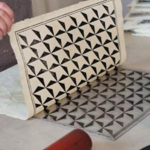 Fabriquer un papier dominoté