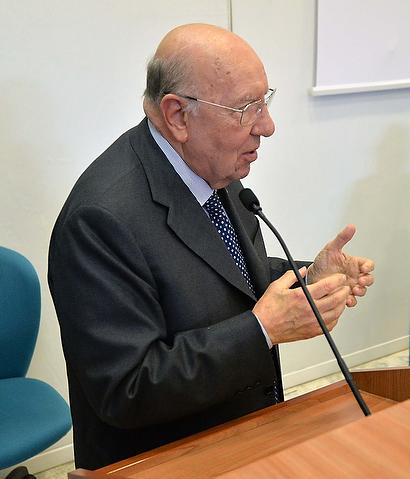 professor-giorgio-santilli-Medici-Villa-Stuart.jpg