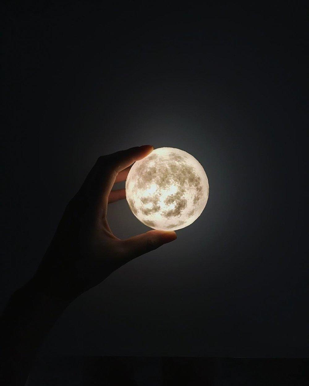 #lunalamp #月球燈luna #月亮燈 #acornartstudio  photo by @janettechuu