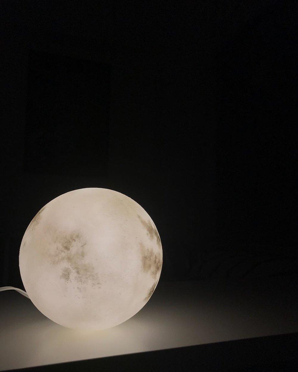 #lunalamp #月球燈luna #月亮燈#acornartstudio  photo by @thisisrexlife
