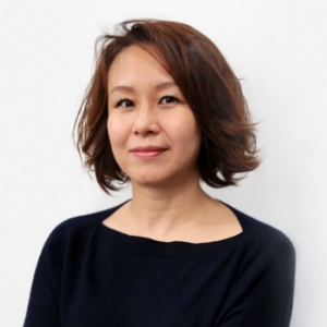 Miho Moriya  [Head of AGS Works, Japan]   Shogakukan Advertising Desk Manager  Since joining the publishing house, Shougakukan, Miho's resume over the past 26 years includes numerous female fashion magazines including Oggi in which she served as the editor-in-chief. Her work has focused on covering women in their 20's and 30's, through which she has developed a deep expertise of their fashion sense and lifestyle. Miho's current responsibilities at the Advertising Desk include marketing and sales of luxury brands, while launching new forms of media. As the ASG Works Japan Head, Miho shares the same passion with Chi Otsuka and Mish Matsuda (co-founders of ASG Works) in supporting the diverse lifestyle of women in the workplace.