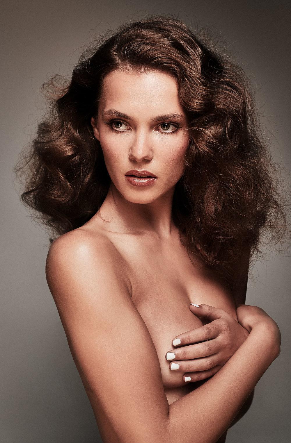 Cassie Lomas Beauty Images