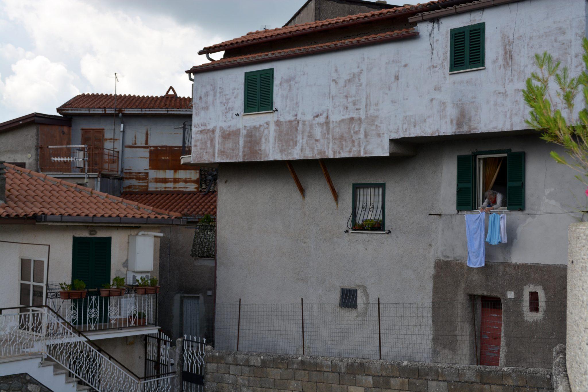 italian woman laundry