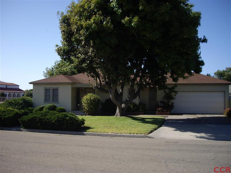 421 West Hickory Avenue, Lompoc, California 93436 3 beds 1 bath 1,100 sqft   REPRESENTED BUYER - $141,000 SOLD in 2012