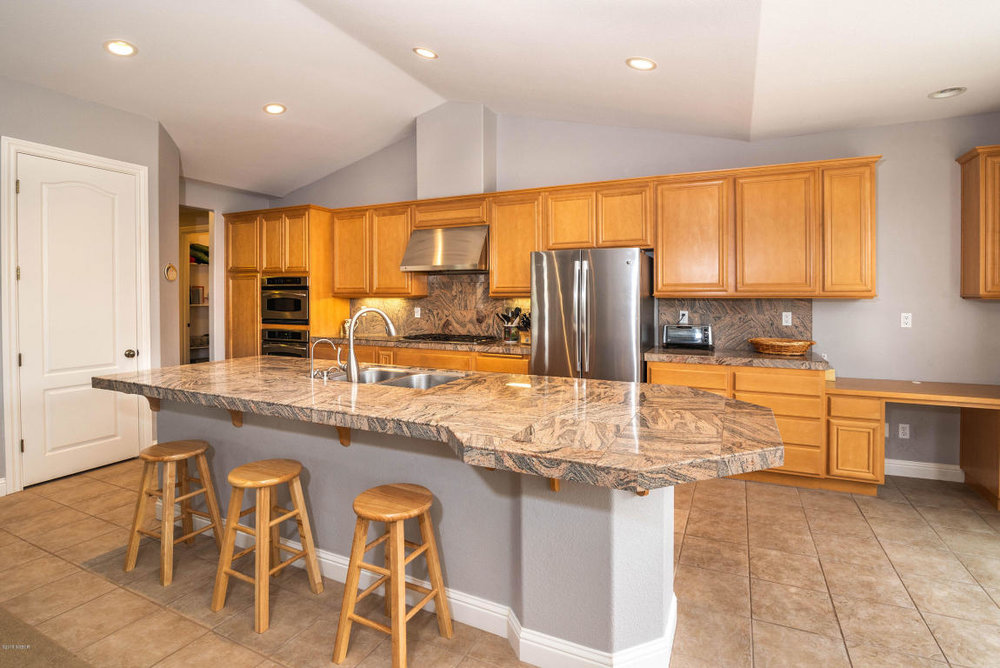 2986BarberryCourt_kitchen.jpg
