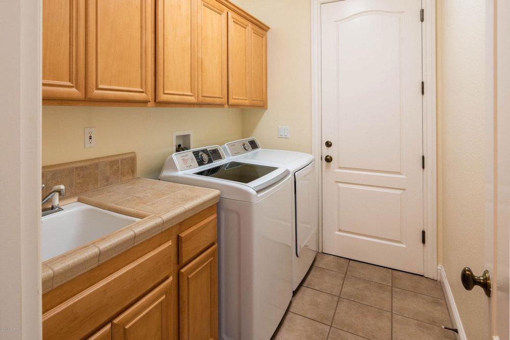 2986BarberryCourt_laundry.jpg
