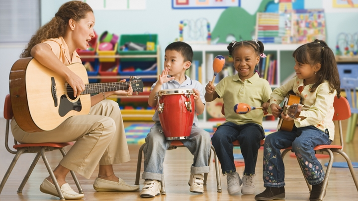 Childcare+Teacher+&+Children+-+Teaching+a+song+on+guitar.jpg