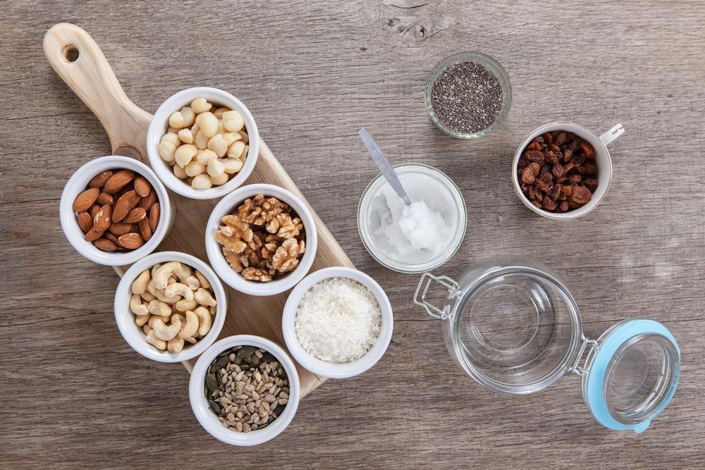 Lapte vegatal poate fi preparat din: migdale sau caju, nuci sau cocos.