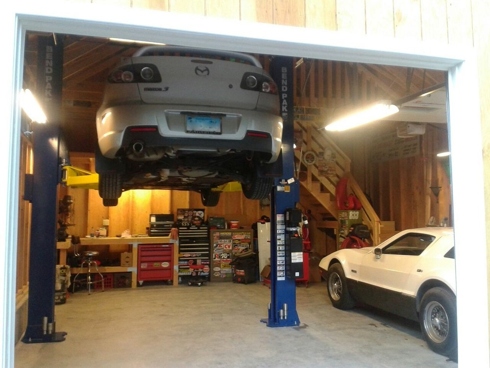 Windsor Garage with Car Lift